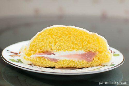 ショートケーキ!?メロンパン【ローソン】断面図