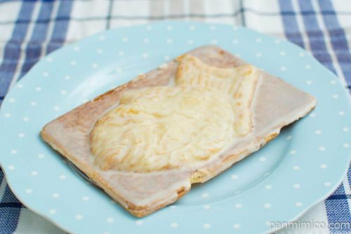 【岡山備後 果香音(CACAO)】白いクロワッサン鯛焼き横から見た図