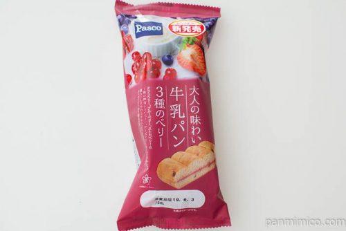 大人の味わい牛乳パン 3種のベリー【Pasco】パッケージ