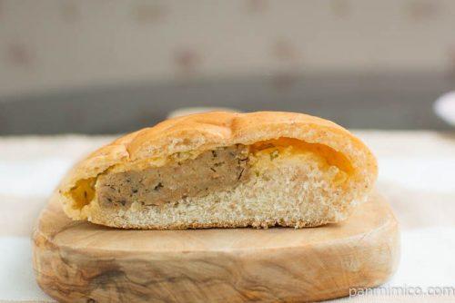 ソースが決め手のハンバーグパン【Pasco】断面図