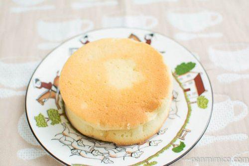 平焼きメロンパンミルクホイップ【Pasco】横から見た図