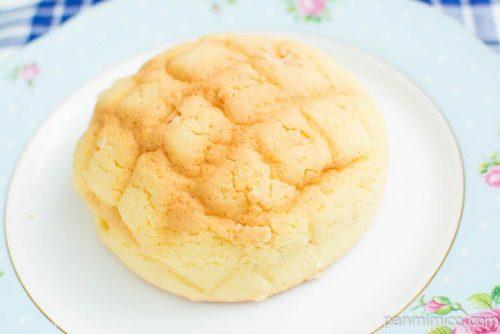 バター風味豊かなメロンパン【ファミリーマート】横から見た図