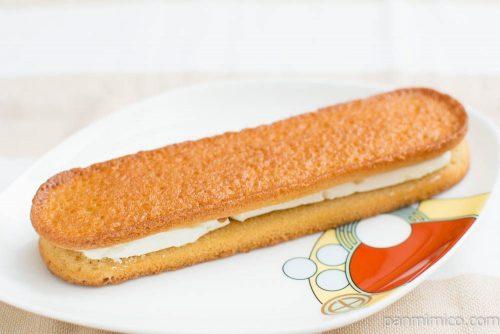 香ばしいクッキーのクリームサンド(キャラメル)【ファミマ】横から見た図