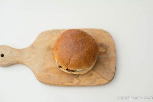 ロコモコ風バーガー【ファミリーマート】上から見た図
