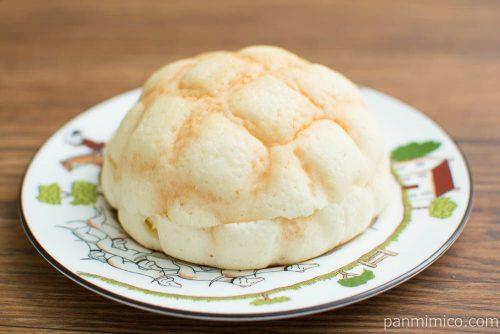 チーズケーキ!?メロンパン ブルーベリークリーム&チーズホイップローソン横から見た図