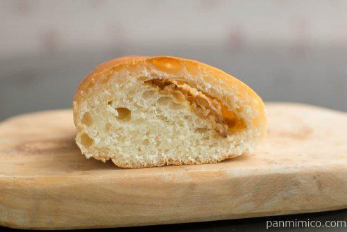 わさビーフ味 カルビポテトパン【第一パン】断面図