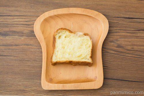 デニッシュ食パン(バターと生クリーム入り)【ファミマ】上から見た図