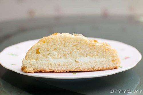 メープルメロンパン りんごとぶどう入り【第一パン】断面図