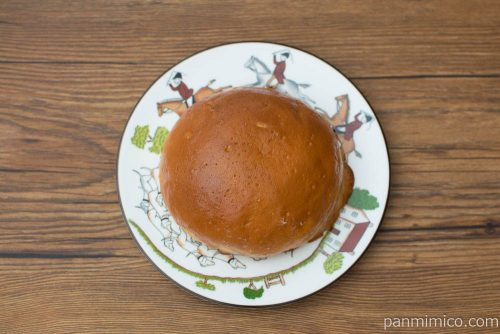 コーヒーホイップブールパン【ファミリーマート】上から見た図