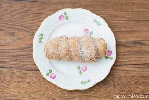 冷やして食べるパイコロネ(マロンクリーム)【ファミマ】上から見た図