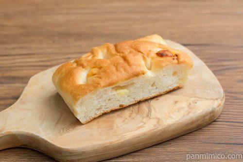チーズとオニオンのフォカッチャ【Pasco】横から見た図