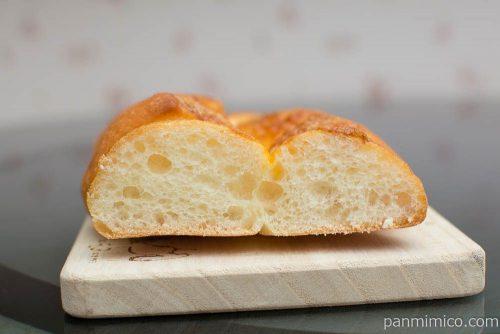 石窯ちぎりフランス(チーズ)【タカキベーカリー】断面図