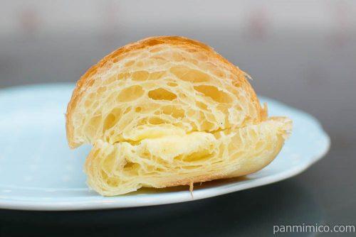 北海道牛乳のカスタードクロワッサン【フジパン】断面図