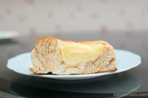 カスタードクリームを味わうデニッシュ【ヤマザキ】断面図