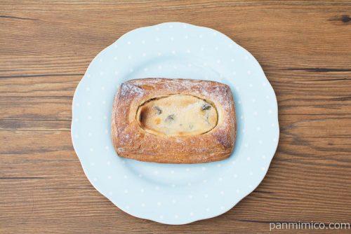 ラムレーズンチーズケーキ【タカキベーカリー】上から見た図