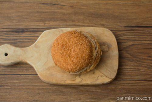 はみでる揚げパンバーガー(ハンバーグ)【ヤマザキ】上から見た図