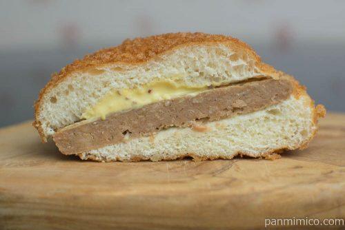 はみでる揚げパンバーガー(ハンバーグ)【ヤマザキ】断面図