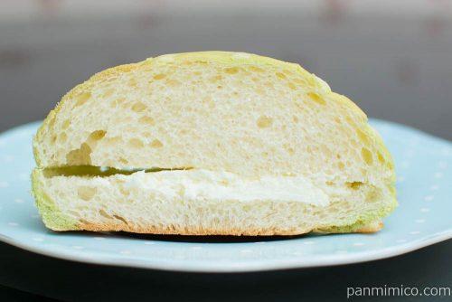 まるでメロンのようなホイップメロンパン【セブンイレブン】断面図