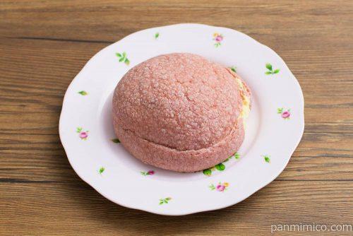 おさつメロンパン【ヤマザキ】横から見た図