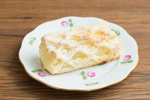 冷やして食べるコロネパイ(チーズクリーム)【ファミマ】横から見た図