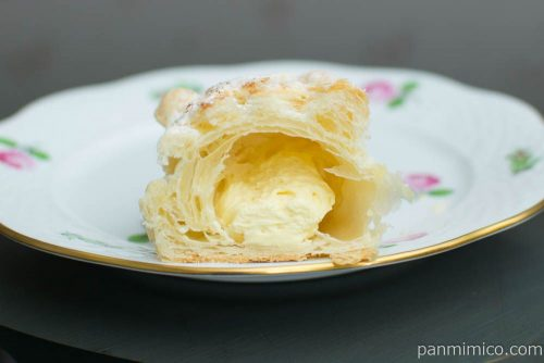 冷やして食べるコロネパイ(チーズクリーム)【ファミマ】断面図