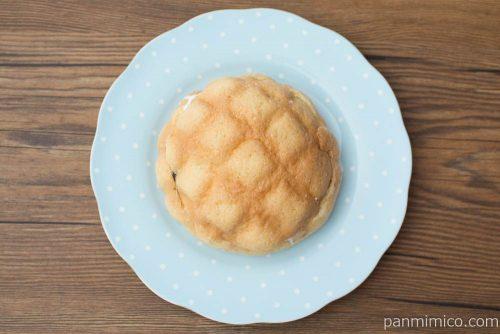バターメロンパン あんホイップサンド【ローソン】上から見た図