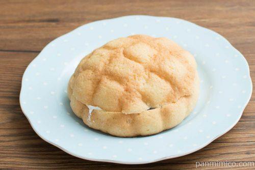 バターメロンパン あんホイップサンド【ローソン】横から見た図