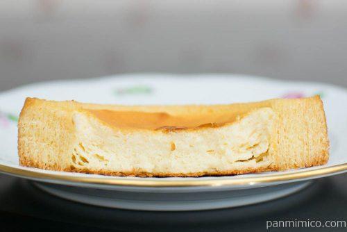 ベイクドチーズケーキのバウム【ファミリーマート】断面図