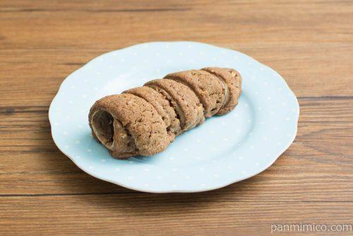 クッキーコロネ(ジャンドゥーヤクリーム)【ファミリーマート】横から見た図