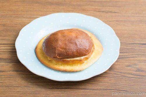 カステラ生地をかけたぼうしパン【ファミリーマート】横から見た図