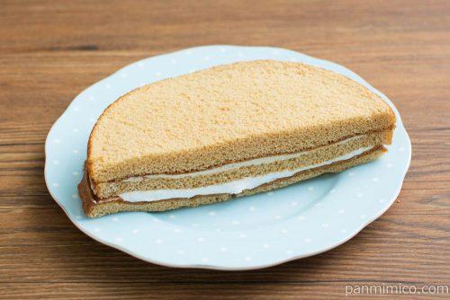 キャラメルクリームサンドケーキ【ヤマザキ】横から見た図