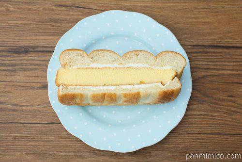 牛乳パンのかすてらサンド(バニラ風味)【セブンイレブン】上から見た図