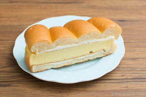 牛乳パンのかすてらサンド(バニラ風味)【セブンイレブン】横から見た図