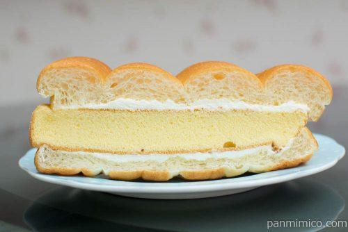 牛乳パンのかすてらサンド(バニラ風味)【セブンイレブン】断面図