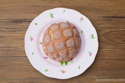 いちごみるくメロンパン【ローソン】上から見た図