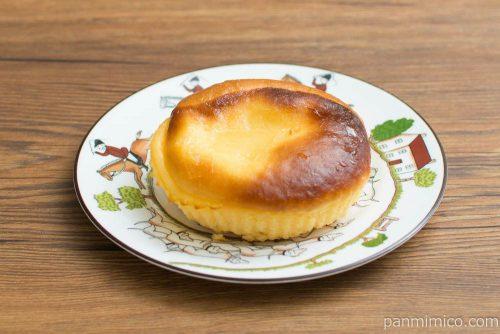 バスクチーズケーキ風パン【ヤマザキ】横から見た図