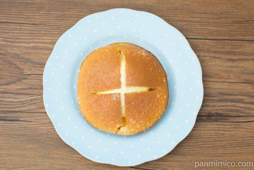 ダブルクリームサンド(チーズクリーム&ホイップ)【ファミリーマート】上から見た図