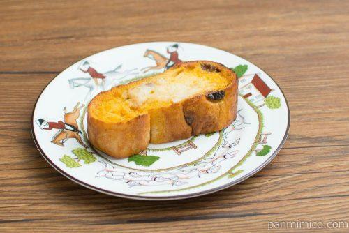 マチノパン ラムレーズンのフレンチトースト【ローソン】横から見た図