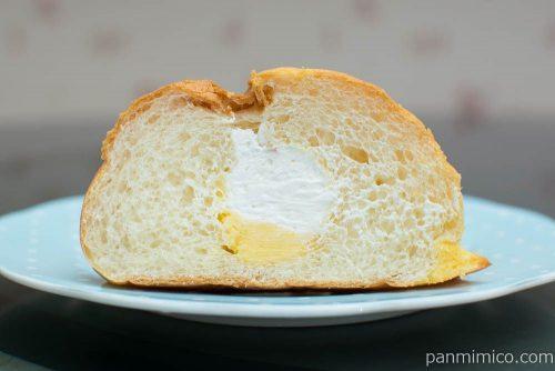 チーズホイップブールパン【ファミリーマート】断面図