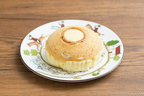 バウム蒸しケーキ(ホイップ入り)【タカキベーカリー】横から見た図