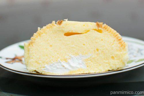 バウム蒸しケーキ(ホイップ入り)【タカキベーカリー】断面図