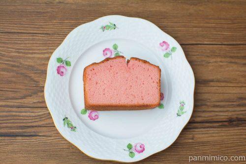 Afternoon Tea監修 あまおういちごのパウンドケーキ【ファミリーマート】上から見た図
