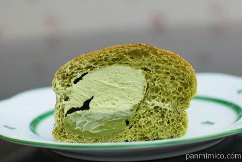 NL 大麦の抹茶ホイップパン【ローソン】断面図