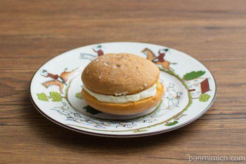 生ブッセ -生ブッセ (チーズ&カスタード)-【ローソン】横から見た図