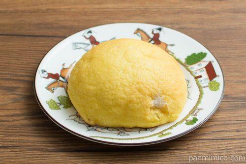 こだわりのメロンパン(バター風味ホイップ)横から見た図