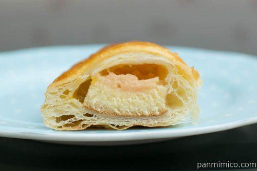 ケーキを包んだパイ(いちごカスタード)【神戸屋】断面図