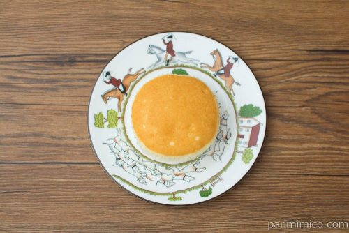 チーズリッチ蒸しケーキ ラムレーズン入【ローソン】上から見た図