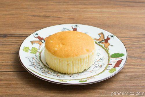 チーズリッチ蒸しケーキ ラムレーズン入【ローソン】横から見た図