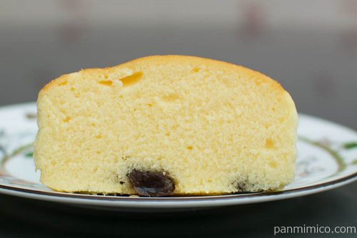 チーズリッチ蒸しケーキ ラムレーズン入【ローソン】断面図
