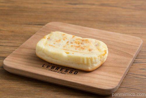 ポテトとチーズハムパン【ローソン】横から見た図